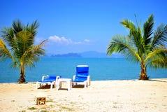 Sedie sulla spiaggia Immagini Stock Libere da Diritti