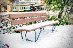 Sedie vuote coperte di neve Fotografia Stock Libera da Diritti