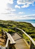Sedile di legno con il mare e sky5 blu Fotografia Stock Libera da Diritti