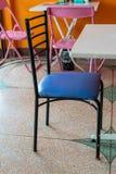 Sedili di cuoio blu della sedia d'acciaio fotografia stock