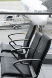 Sedili di priorità dell'aeroporto Immagini Stock Libere da Diritti
