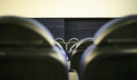 Sedili in un interno di un cinema immagini stock libere da diritti