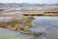 Sedimentos en la presa de Cunovo en el río Danubio Foto de archivo