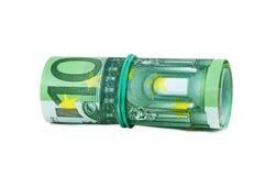 Sedlar av euro 100 rullande med gummi Arkivfoto