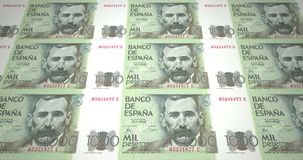 Sedlar av tusen spanska pesetas av Spanien, kontanta pengar, ögla arkivfilmer