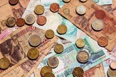 Sedlar och bakgrund för mynt från hela världen Pengarkassavaluta arkivbild