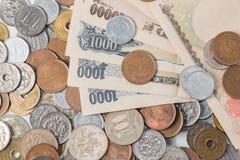 Sedlar och mynt för japansk yen bakgrundsbegreppet bantar guld- äggfinans Arkivfoton