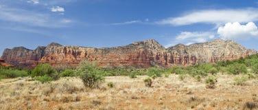 Sedona,李山山顶的全景视图红色岩石  库存图片