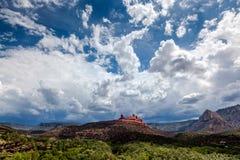 SEDONA, ARIZONA/USA - 30 ΙΟΥΛΊΟΥ: Βουνά σε Sedona Αριζόνα στο J Στοκ Εικόνες