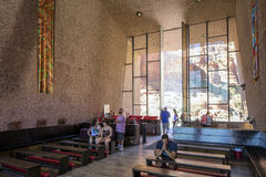Sedona AZ, USA 5 Juli, 2016; Inre av kapellet av det heliga korset Arkivbild