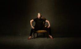 Seduta bionda della donna fotografia stock libera da diritti