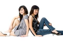 Seduta delle sorelle Fotografie Stock Libere da Diritti
