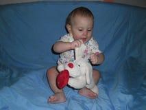 Seduta di otto mesi della neonata Fotografia Stock