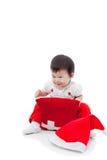 Seduta e sorridere della ragazza di natale felice Immagini Stock