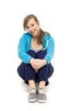 Seduta femminile dell'adolescente fotografie stock libere da diritti