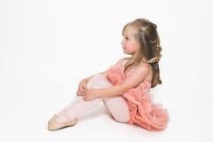 Seduta molto piccola della ballerina Fotografia Stock