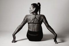 Seduta posteriore di forma fisica della donna Fotografia Stock Libera da Diritti