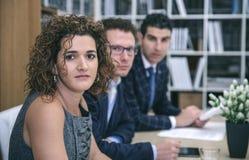 Seduta principale esecutiva al tavolo delle trattative con il gruppo Immagini Stock