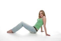 Seduta teenager ed appoggiarsi indietro sulle sue braccia Fotografia Stock Libera da Diritti
