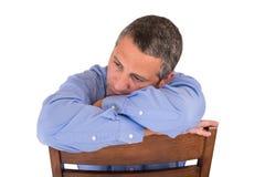 Seduta triste dell'uomo Fotografia Stock Libera da Diritti