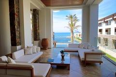 See-Ansichtterrasse am Luxus-hote Stockfoto