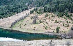 See auf dem Berg lizenzfreie stockfotos
