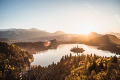 See ausgeblutete Sonnenaufgang-Landschaft lizenzfreie stockbilder