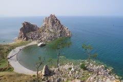 See Baikal Olkhon Insel Ansicht des Felsens Shamanka stockfotos