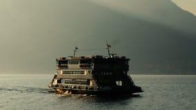 See Como, Italien Die Fähre segelt Berg im Hintergrund stock footage