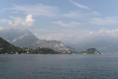 See Como und Alpen im Hintergrund lizenzfreie stockfotografie