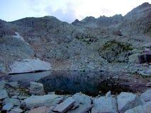 See in den Bergen von Besiberri-Gebirgsmassiv Stockbilder