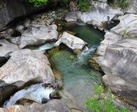 See in den Bergen von Italien lizenzfreie stockbilder