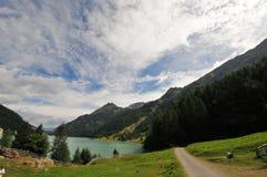 See in den Bergen von Süd-Tirol Italien stockbild
