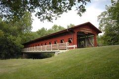 See der Holz-überdachten Brücke Stockbilder