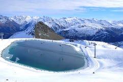 See für die Fütterung der Schneemaschinen in den Schweizer Alpen bei Parsenn lizenzfreies stockfoto