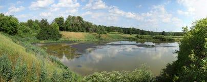 See für trocknendes Abwasser Schmutziges Abwasser in der Kläranlage Der Abfluss in der Industrie Lizenzfreie Stockbilder