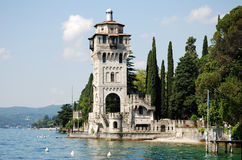 See Garda (Italien) - Kontrollturm lizenzfreies stockbild