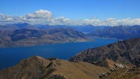 See Hawea und Berge, Ansicht vom Brust-Hügel Lizenzfreies Stockfoto