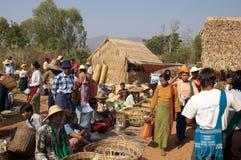 See Inle, MYANMAR - Freitag-Markt Stockfotos