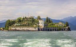 See Maggiore und eine Ansicht vom Boot zu den Gärten von Isola Bella Island, Italien stockfoto