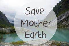 See mit Bergen, Norwegen, Text-Abwehr-Mutter Erde Lizenzfreies Stockfoto