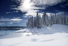 See mit frischem Schnee Stockfotografie