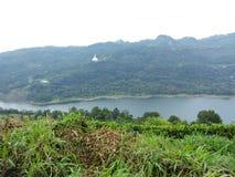 See mit Tempel nuwaraeliya Sri Lanka stockbild