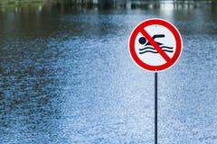 See mit verbotener Zeichenschwimmen Lizenzfreie Stockfotografie