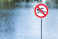 See mit verbotener Zeichenschwimmen Lizenzfreies Stockbild