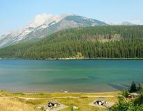 See mit zwei Steckfassungen in Banff Lizenzfreie Stockfotografie