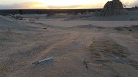 See-Mungo Australian Outback Desert Landscape-Sonnenuntergang stock video