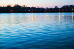 See nach Sonnenuntergang Stockfotos