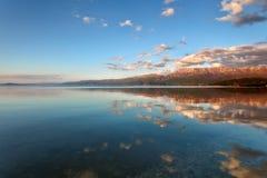 See Ohrid-Landschaft bei Sonnenuntergang, Pogradec, Albanien Lizenzfreies Stockbild