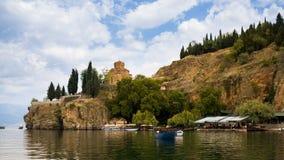 See Ohrid mit der Ansicht der Kirche von Johannes Lizenzfreie Stockbilder